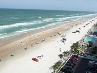 OCEANFRONT CONDO/Free WiFi, 3 HD TVs - NON-SMOKING - Daytona Beach vacation rentals