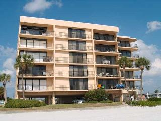 Nice 2 bedroom Condo in Madeira Beach with Internet Access - Madeira Beach vacation rentals