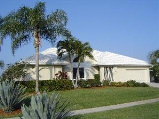 Front of House - Rainbow - 1659 Rainbow - Marco Island - rentals