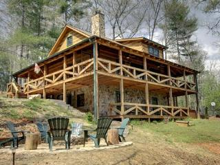ASKA ESCAPE*AWESOME 3 BR/3BA WITH LOFT~UPSCALE FURNISHINGS~52 INCH TV~GAS AND WOODBURNING FIREPLACES~WIFI~SAT TV~PRIVATE HOT TUB - Blue Ridge vacation rentals