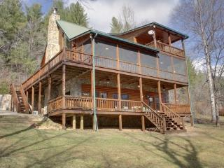RIVER ESCAPE ON THE TOCCOA- 4 BR/3.5 BA, CABIN ON THE TOCCOA RIVER, RIVERSIDE DECK, WOODBURNING FIREPLACE, POOL TABLE, HOT TUB, GAS GRILL, STARTING AT $225/NIGHT! - Blue Ridge vacation rentals