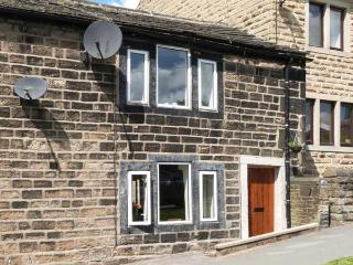 WEBB COTTAGE, woodburning stove, WiFi, great base for walking, Hebden Bridge 1 mile, Ref 911868 - Hebden Bridge vacation rentals