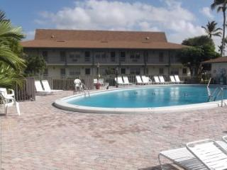 Lovely 2 bedroom Condo in Marco Island - Marco Island vacation rentals