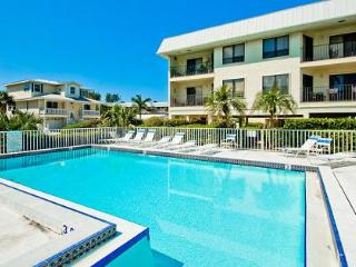 Beautiful 2 bedroom Condo in Bradenton Beach - Bradenton Beach vacation rentals