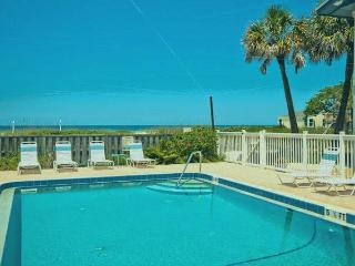 Convenient 2 bedroom Apartment in Holmes Beach - Holmes Beach vacation rentals