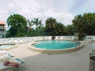 Come cool off and relax at the Pool/ Spa area - Pelican Cove - Bradenton Beach - rentals