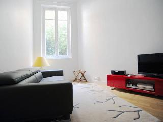 Lovely Studio with Washing Machine and Satellite Or Cable TV - Paris vacation rentals