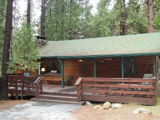 Cozy 2 bedroom Wawona House with Television - Wawona vacation rentals