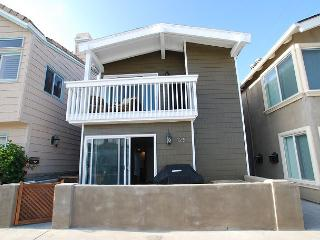 Gorgeous Remodeled 4 Bedroom Condo! Just 9 Houses From Sand! (68279) - Newport Beach vacation rentals