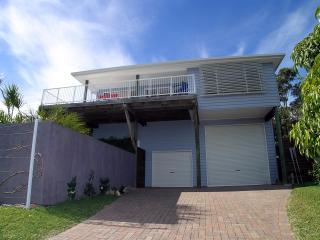 5 bedroom holiday house. Pool. Walk - beach, shops - Shoal Bay vacation rentals