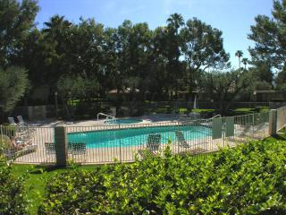 Lovely 2 bedroom Palm Springs Apartment with A/C - Palm Springs vacation rentals