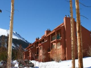 Nice House with Shared Outdoor Pool and Sauna - Wildernest vacation rentals