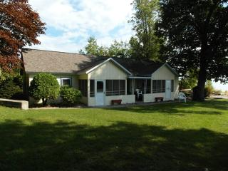 Bright 2 bedroom House in Tawas City - Tawas City vacation rentals