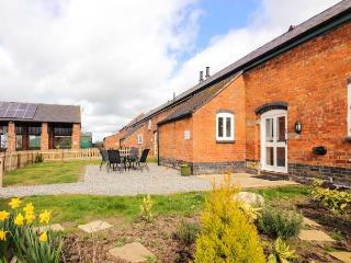 WILLIAM'S HAYLOFT, pet friendly, swimming pool, play area, farm walks in Alkington Ref 14919 - Whitchurch vacation rentals