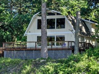 Charming oceanfront home w/ stunning views, close to beach - dogs ok! - Lopez Island vacation rentals