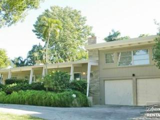 Charming and spacious just 1 block from the beach in Olde Naples! - Naples vacation rentals