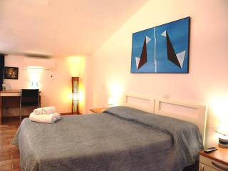 2 Bedroom Guesthouse Apartments in Siena - Siena vacation rentals