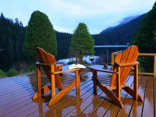 North Lake 2 Bedroom Sunshine Coast Water Front Retreat - Egmont vacation rentals