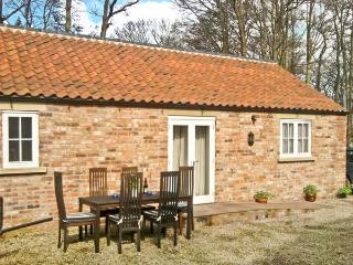 STABLE COTTAGE, pet-friendly, single-storey cottage, underfloor heating, close walking, in Hovingham Ref 21723 - Hovingham vacation rentals