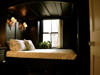 "Beacon Hill -- ""Luci Bella"" elegant one bedroom - Boston vacation rentals"
