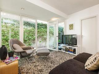 Luxe 2 BR Leafy Courtyard FREE WIFI - Melbourne vacation rentals
