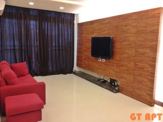 GT 2 Bedroom 2 Bathroom Apartment MRT Zhong Xiao Dun Hua just at the door front - Taipei vacation rentals