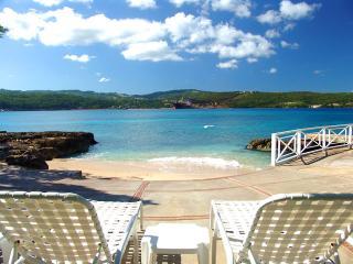 PARADISE PSG - 99662 - TRADITIONAL 5 BED WATERFRONT VILLA - DISCOVERY BAY - Montego Bay vacation rentals