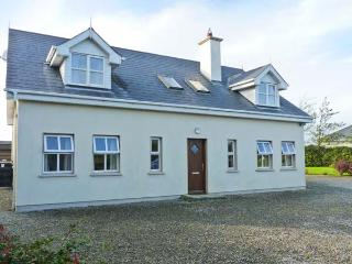 BELGROVE CROSS COTTAGE open fire, family-friendly, ground floor bedroom in Duncormick Ref 14151 - Carrick on Bannow vacation rentals
