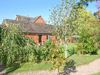 THE TACK ROOM, pet friendly cottage, swimming pool, games room, near Upton upon Severn, Ref 21730 - Beckford vacation rentals