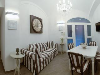Luxury 2Bdrs 2Bths Historical Center (Colosseo) - Rome vacation rentals