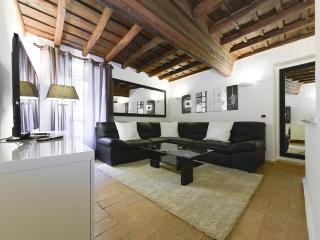 Luxury 2Bdrs 2Bths Historical Center (Ibernesi 2) - Rome vacation rentals