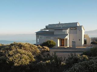 Xairu: luxury seaside villa, whales & shark diving - Gansbaai vacation rentals