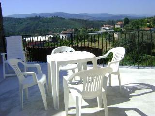 Casa de Igreja, Coja 2 kms, 4/6 pers, lovely views - Beiras vacation rentals