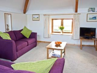 HARTLAND VIEW, barn conversion, with two bedrooms, off road parking, garden, near Great Torrington, Ref 11786 - Great Torrington vacation rentals