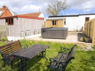 THE COTTAGE stone-built property, with woodburner, hot tub, character features, enclosed garden, in Kilham, Ref 21825 - Kilham vacation rentals