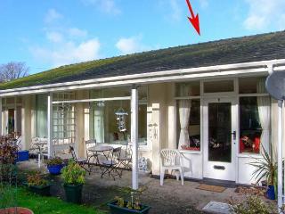 3 RIVERSIDE BUNGALOWS, single-storey property with lawned garden, off road parking in Llanbedr, Ref 21412 - Llanbedr vacation rentals