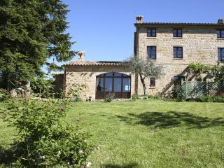 3 bedroom farmhouse, Gualdo, Macerata, Le Marche - Gualdo vacation rentals