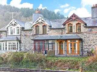 NO 3 RAILWAY COTTAGES, family friendly, country holiday cottage, with a garden in Betws-y-Coed, Ref 12543 - Betws-y-Coed vacation rentals