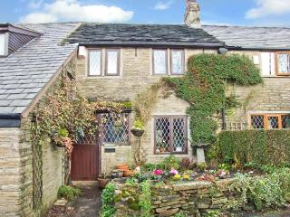 HEATHERWAYS, open fire, en-suite, exposed beams, in Mellor, Ref 8683 - Stockport vacation rentals