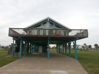 Adorable 2nd row beachside house! Wi-Fi, Cable, deck, BBQ, near activities - Galveston vacation rentals
