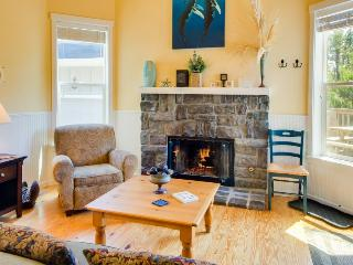 The Sea Spirit at Bella Beach: Private Hot Tub, Sleeps 21! - Depoe Bay vacation rentals