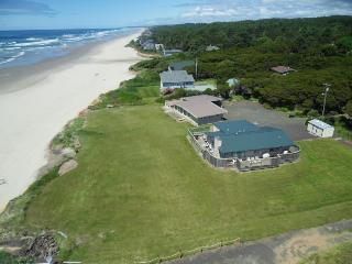 Oceanfront beach home with hot tub and stunning ocean views! - Yachats vacation rentals