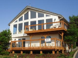 Private hot tub & ocean views in Road's End - Lincoln City vacation rentals
