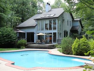 Wonderful 3 bedroom Villa in East Stroudsburg with Deck - East Stroudsburg vacation rentals