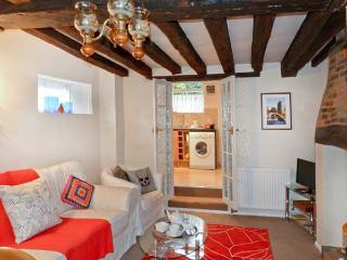 9 LINDEN GROVE city centre location, en-suite bathroom, off road parking in Canterbury Ref 23572 - Canterbury vacation rentals