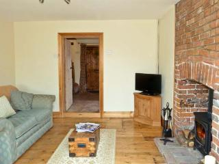 3 APSLEY COTTAGES, woodburner, off road parking, garden, in Canterbury, Ref 23423 - Canterbury vacation rentals