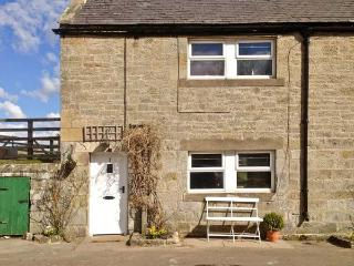 RYEHILL FARM COTTAGE, woodburner, pet-friendly, garden, in Thropton, Ref 23687 - Thropton vacation rentals
