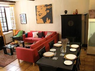 Heart of Old Nice. A 2 Bed Family Owned Apartment. - Nice vacation rentals