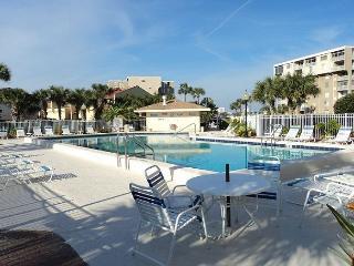 Spacious Condo Overlooking Destin Harbor and Gulf of Mexico - Destin vacation rentals