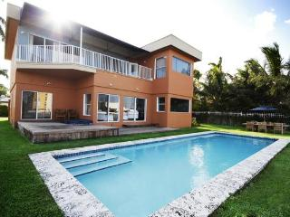 Modern Waterfront with Pool, Jacuzzi and Views! - Miami Beach vacation rentals